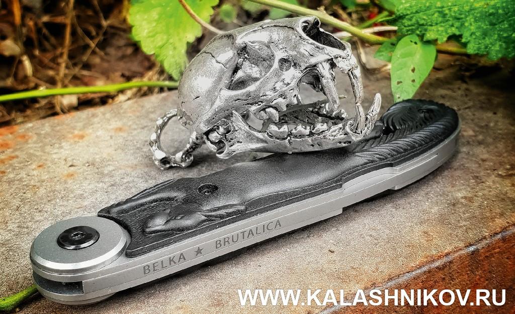 Нож Белка Brutalica Knives в сложенном виде. Журнал Калашников