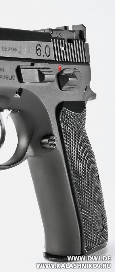 Спортивный пистолет AKAH CZ 75B 6.0. Рукоять, вид спереди. Журнал Калашников