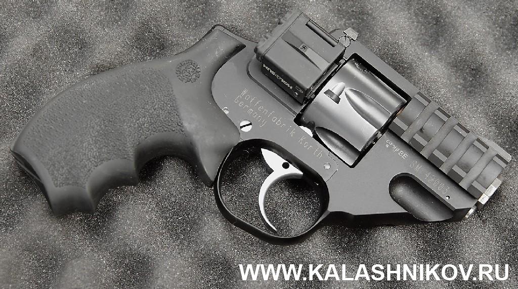 компактный револьвер с полуинтегрированным ЛЦУ SHOT Show 2015