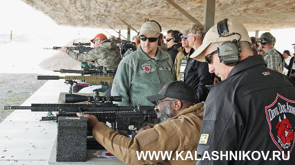 Негр на стрельбище SHOT Show 2015