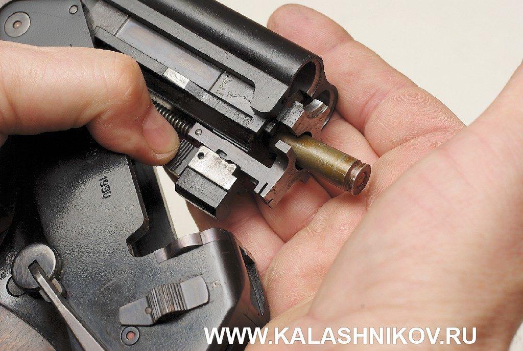 Вариант ТП-82. Выбрасывание гильзы 5,45-мм патрона