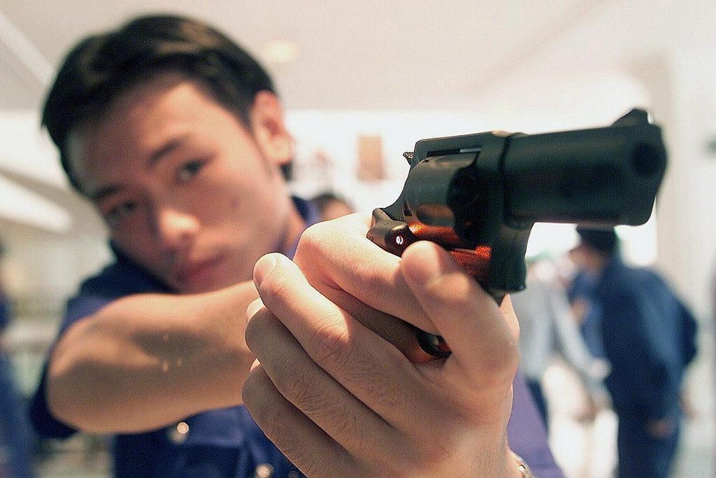 револьвер Taurus М85, сингапур