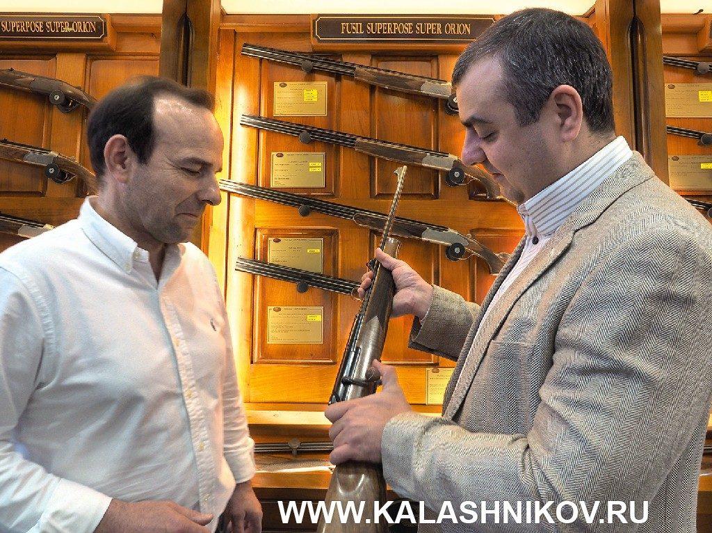 Магазинный карабин Chapius Armes Rols на выставке IWA 2019