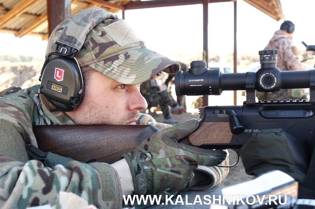 инструктор ССК «Невский» Артём Глазков стреляет из карабина Strasser RS 14