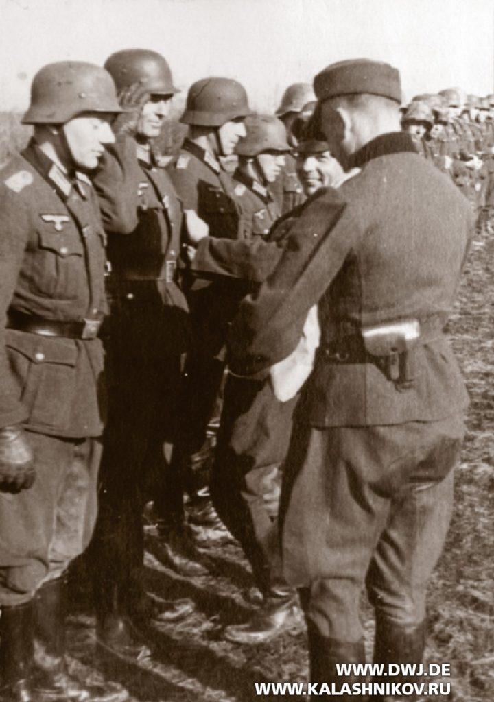 пистолет  Sauer & Sohn 38 у офицеров вермахта