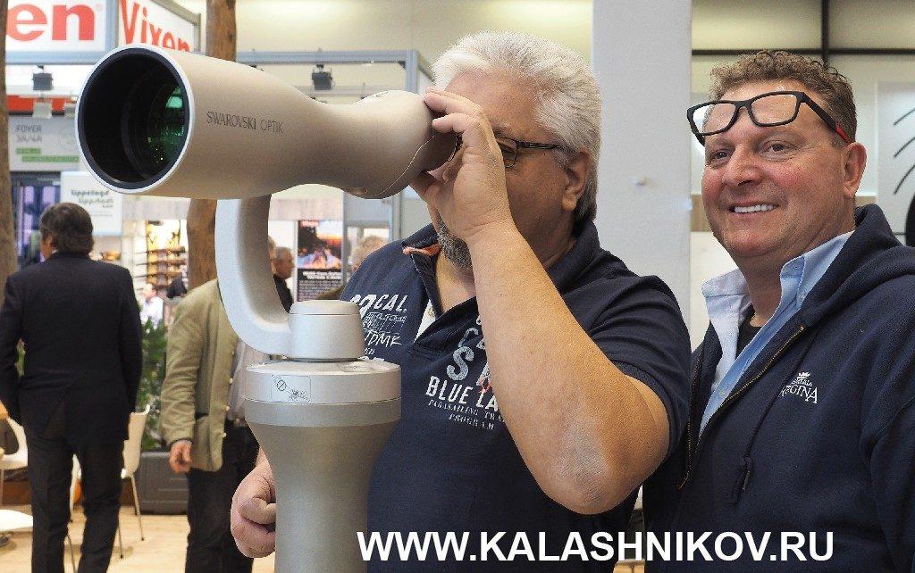 универсальная зрительная труба Swarovski ST Vista 30х95 на выставке IWA 2019