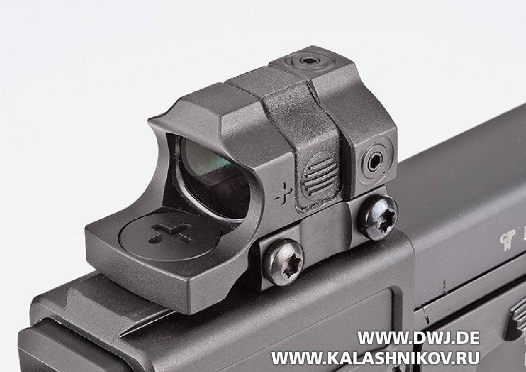 Пистолет USW A1 с прицелом Aimpoint Nano.