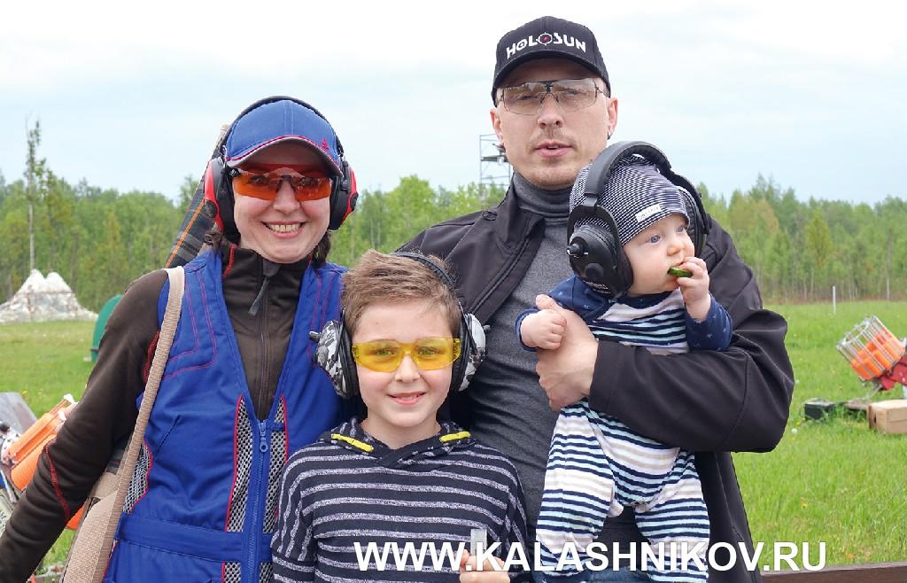 Семья Комелиных на стендовом турнире «Северный тюльпан»