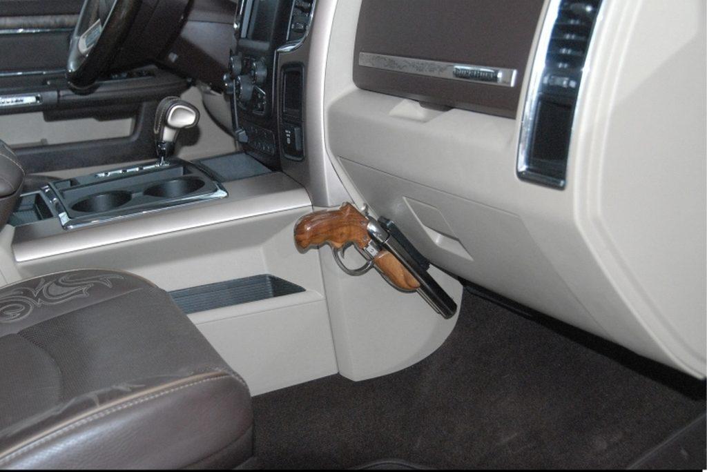American Gun Craft Diablo в автомобиле, джип