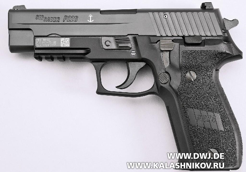 Пистолет SIG Sauer P226. Вид слева