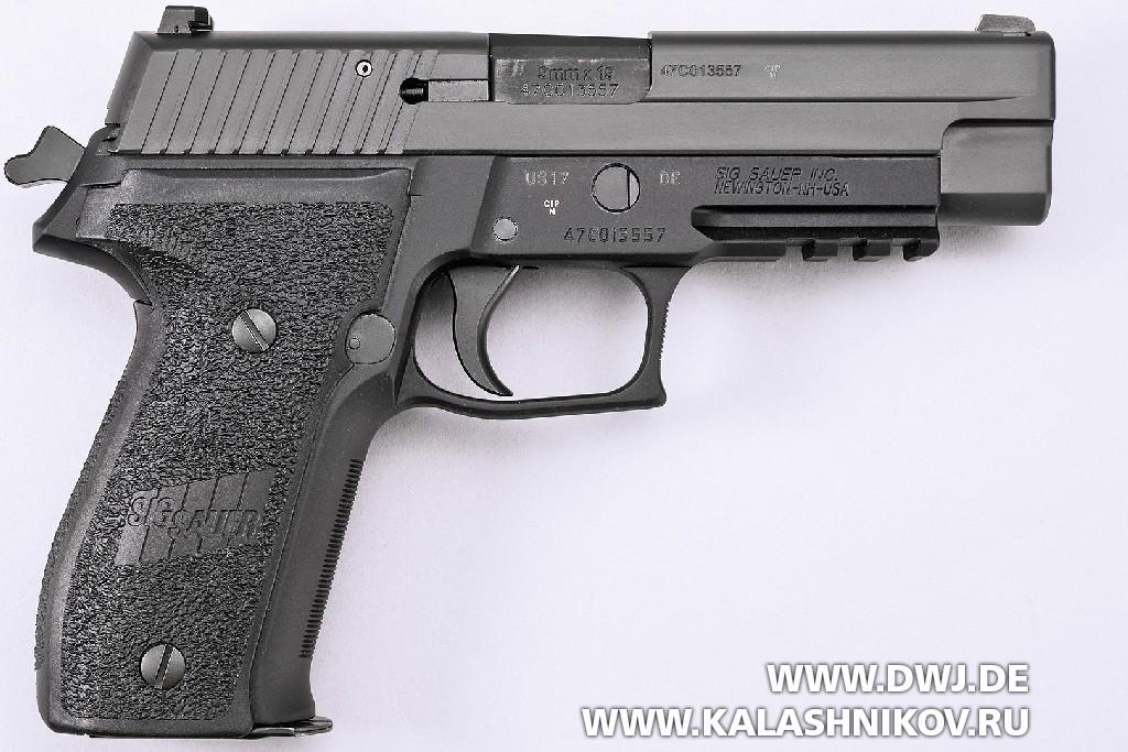 Пистолет SIG Sauer P226. Вид справа