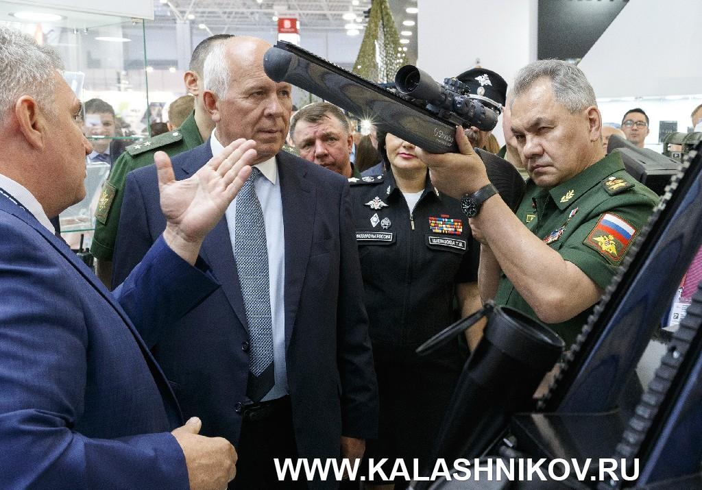 Шойгу Сергей Кужугетович на выставке Армия 2019