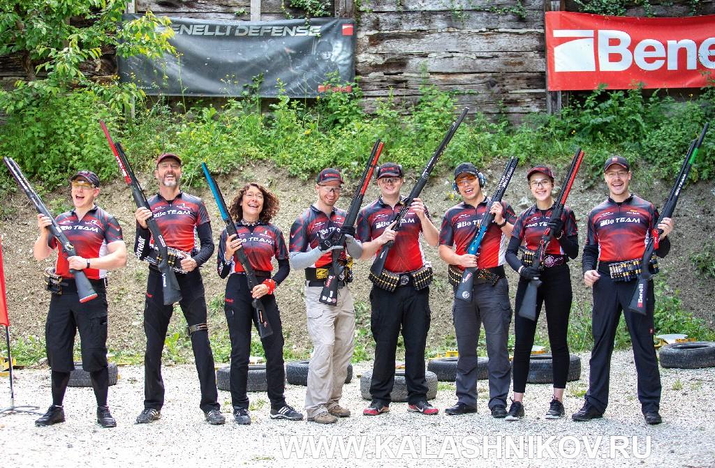 Заводская команда Benelli (Be Team) попрактической стрельбе изружья (IPSC)