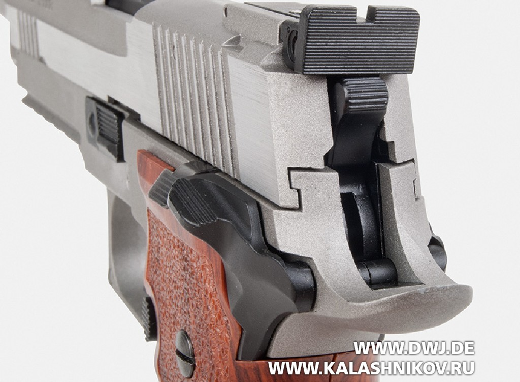 Газобаллонный пистолет Sig Sauer Р226. Курок и целик