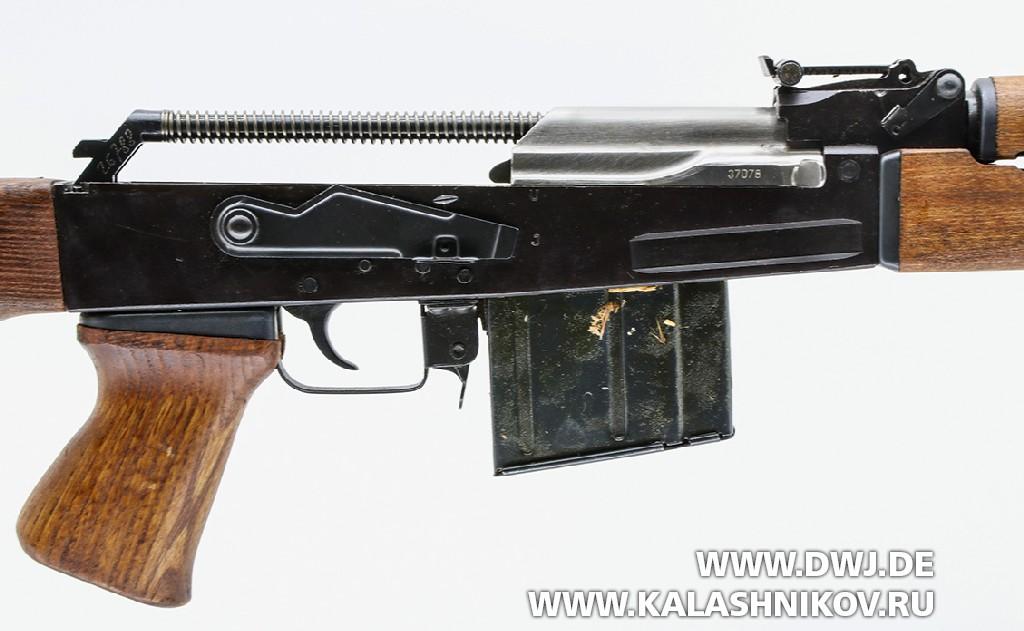 Югославская снайперская винтовка SSG М76. С отделенной крышкой ствольной коробки