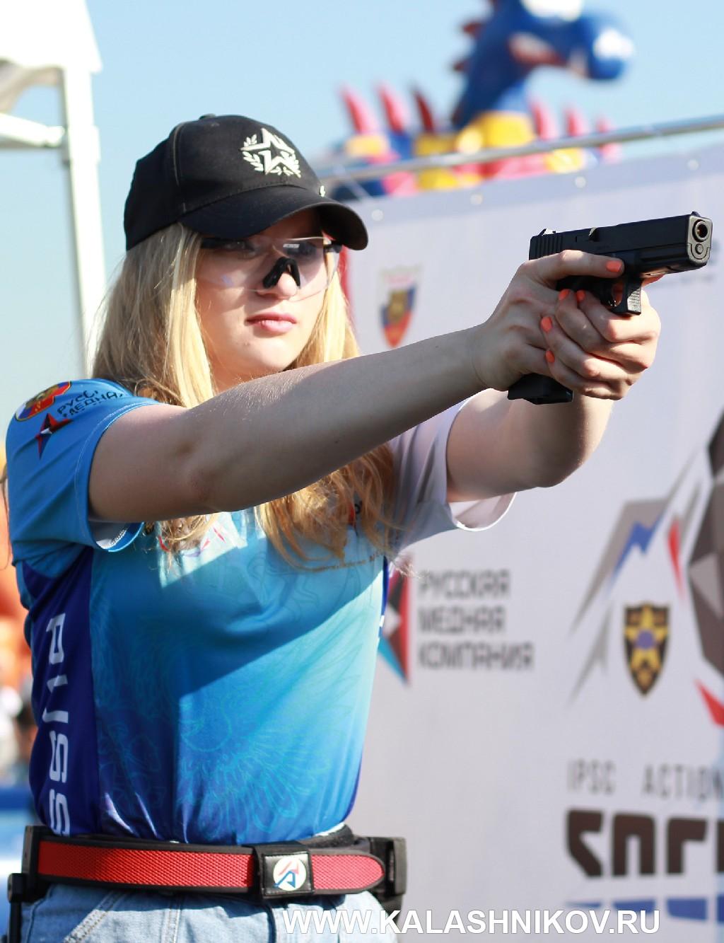Стрелок Action-air Алина Мокроусова на презентации Чемпионата мира на авиасалоне МАКС