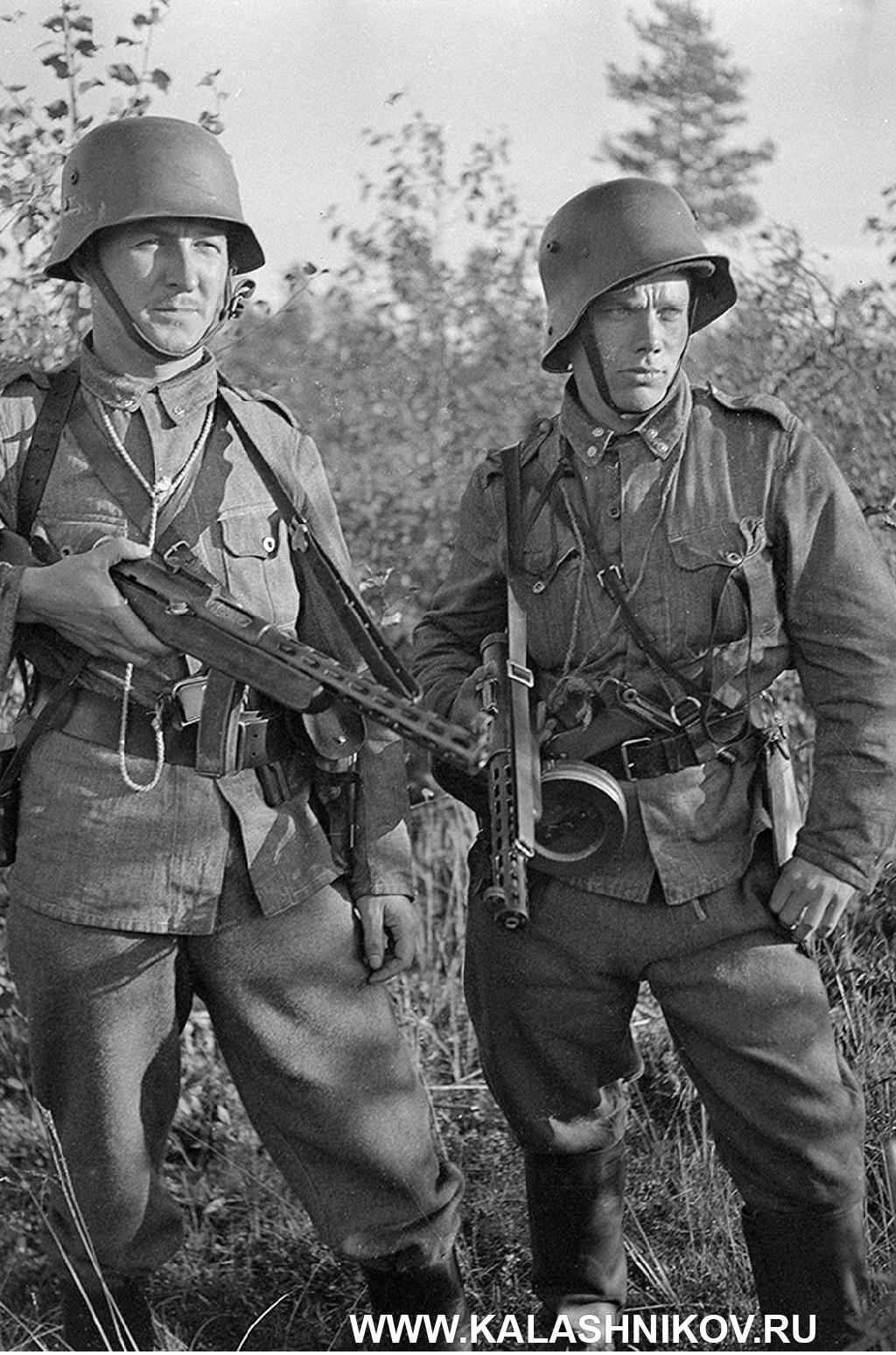 Солдат с трофейным ППД-34.
