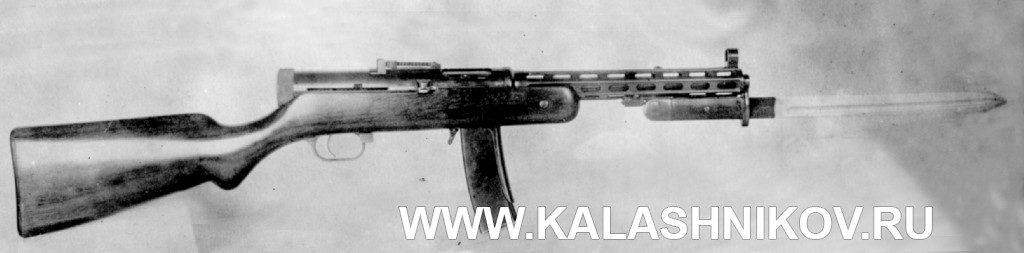 Общий вид (справа) пистолета-пулемёта ППД №1изготовления 1937г.соштыком