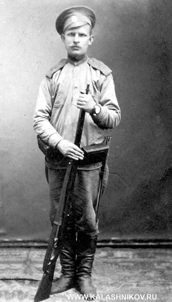 солдат Российской армии с винтовкой «арисака»