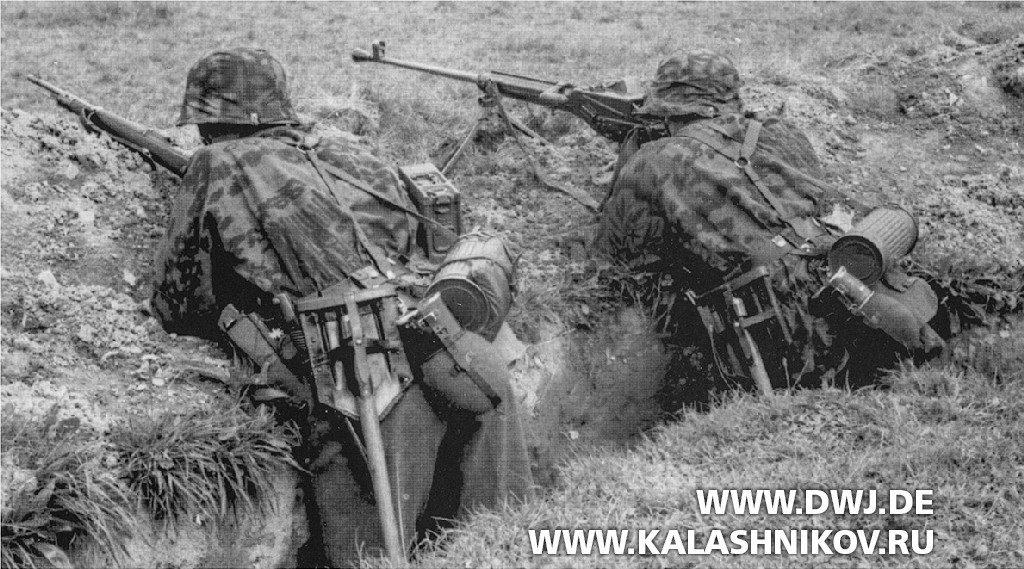 Немецкий солдат с  ПТР Pz.B.38