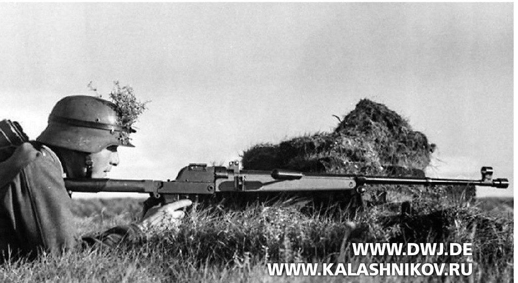 Немецкий солдат с  ПТР Pz.B.39