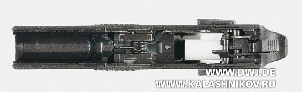 Малогабаритный пистолет CZ Р-07. Вид на рамку сверху