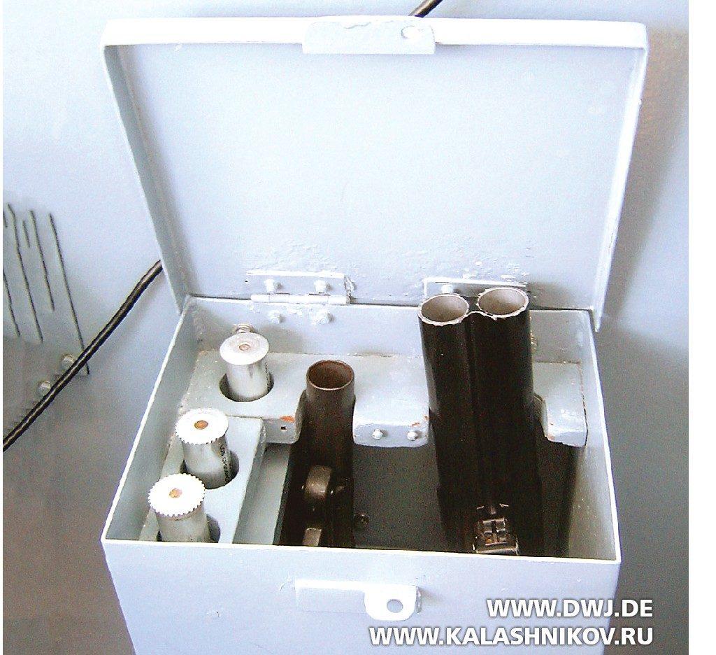 Сигнальные пистолеты Sig P2А1 иSig P4 в ящике для хранения