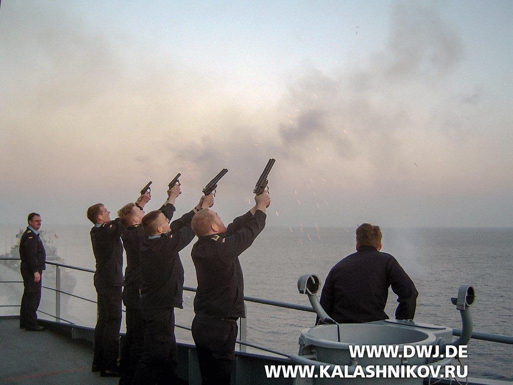 Применение одноствольных и двуствольных сигнальных пистолетов на  транспортном корабле «Frankfurt am Main»