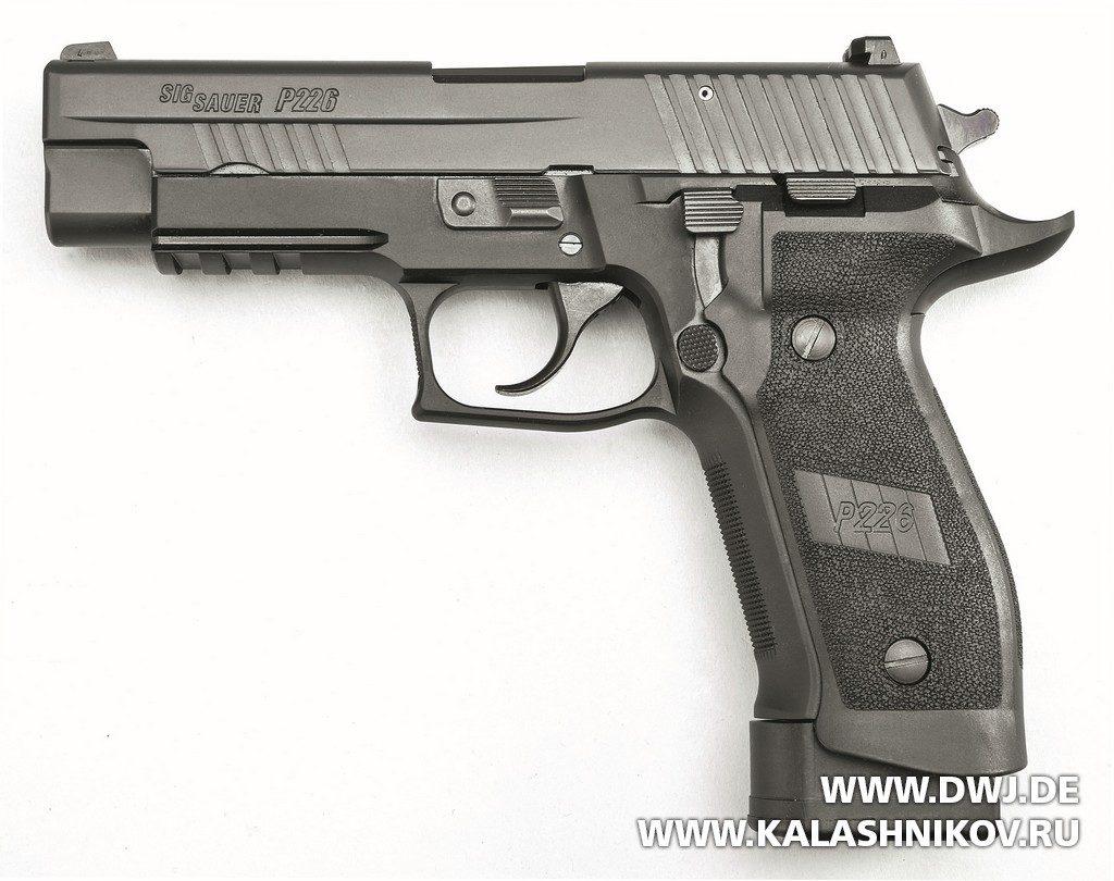 Общий вид пистолета SIG Sauer P226 TacOps