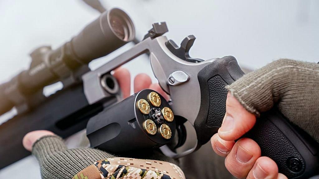 Taurus Raging Hunter .460 S&W, прицел, патроны