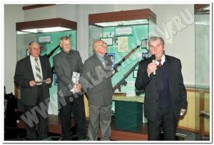 Ветеран труда Ижевского машзавода, участвовавший в разработке СВД, Ю. К. Александров рассказывает о ходе конкурса на создание самозарядной снайперской винтовки в 1958-1963 гг.